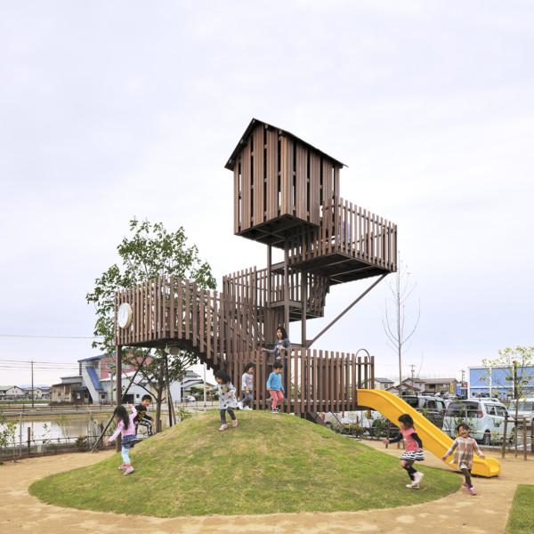 園児のための塔状遊具